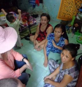 5-familles-vivent-dans-une-pièce-de-7m2-sans-toilette-et-avec-des-ouvertures-ils-dorment-chacun-leur-tour